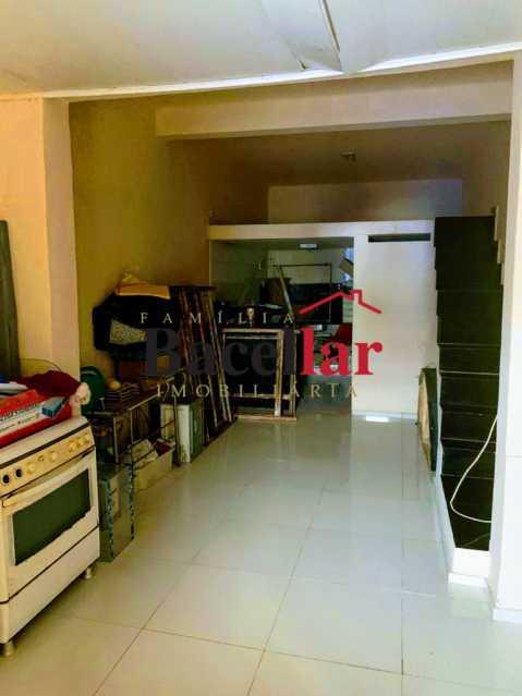 16 - Excelente oportunidade para sua casa própria em rua residencial, próximo a um intenso comércio, ótima acessibilidade para todo o Rio de Janeiro ! - RIAP20189 - 17