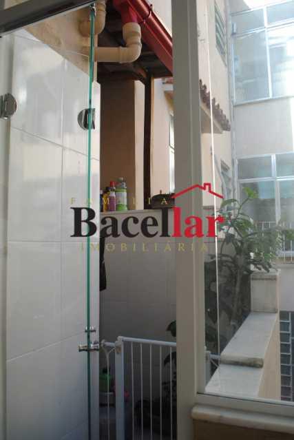 10. - Sala e quarto e uma charmosa varanda - TIAP11012 - 12
