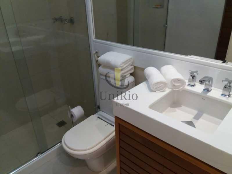 PHOTO-2019-10-30-12-13-17 1 - Apartamento 3 quartos à venda Barra da Tijuca, Rio de Janeiro - R$ 890.000 - FRAP30208 - 10