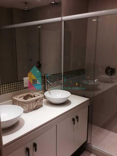 banheiro suite frente duplo ch - APARTAMENTO EM COPACABANA COM VISTA MAR, QUADRA DA PRAIA DE 3 QUARTOS!! - CPAP31211 - 26