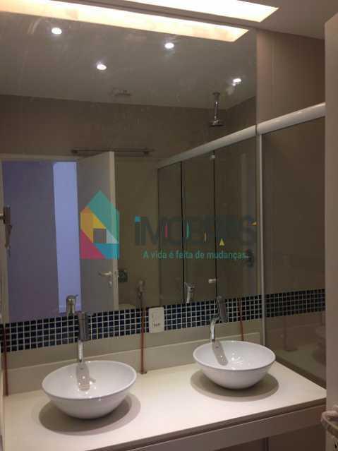 banheiro suite fundos 2pias e  - APARTAMENTO EM COPACABANA COM VISTA MAR, QUADRA DA PRAIA DE 3 QUARTOS!! - CPAP31211 - 28