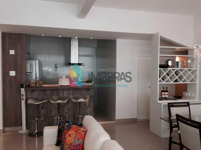 sala vendo cozinha com porta d - APARTAMENTO EM COPACABANA COM VISTA MAR, QUADRA DA PRAIA DE 3 QUARTOS!! - CPAP31211 - 20