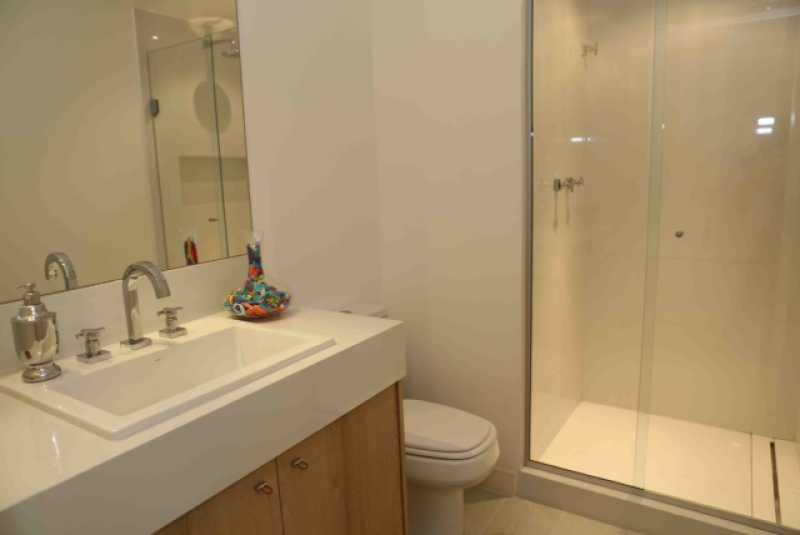 20 - Banheiro da Suite 4 - Apartamento Avenida Atlântica,Copacabana, IMOBRAS RJ,Rio de Janeiro, RJ Para Venda e Aluguel, 5 Quartos, 300m² - AP669 - 21