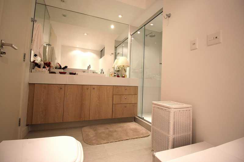 21- Banheiro da Suite 4 - Apartamento Avenida Atlântica,Copacabana, IMOBRAS RJ,Rio de Janeiro, RJ Para Venda e Aluguel, 5 Quartos, 300m² - AP669 - 22