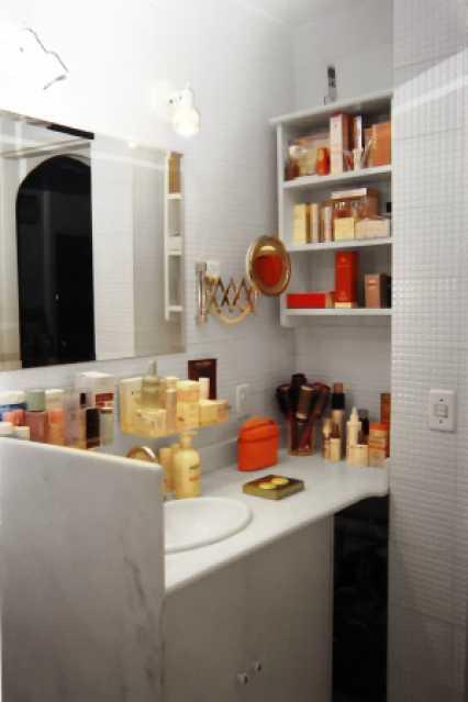 12 - 17 Banheiro 1 - Flat À VENDA, Leblon, Rio de Janeiro, RJ - FLA1793 - 5