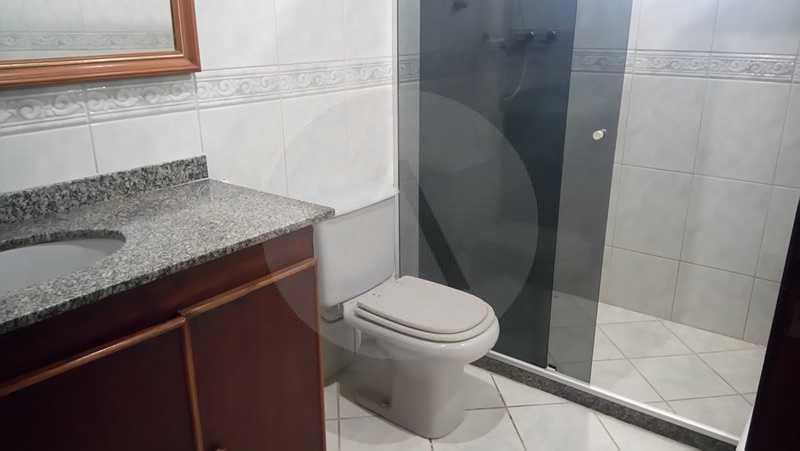 7 - Banheiro Social 1º Pav. - Agate imoveis vende casa em condominio Regiao Oceanica Itaipu Niteroi - HTCN50002 - 9