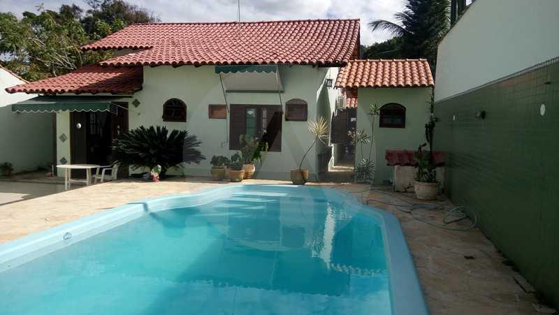 25 - Piscina - Imobiliária Agatê Imóveis vende Casa de 160 m² Itaipu - Niterói por 750 mil reais. - HTCA30059 - 17