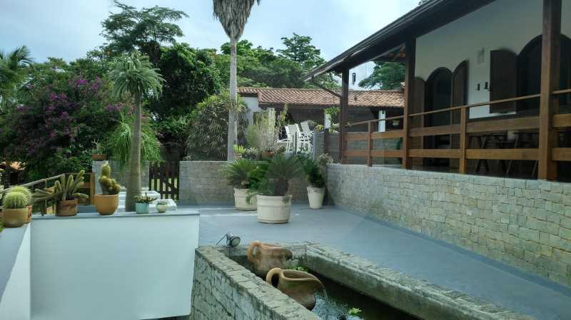 3 - Pátio Frontal - Imobiliária Agatê Imóveis vende Casa Linear Itaipu - Niterói. - HTCA30006 - 13