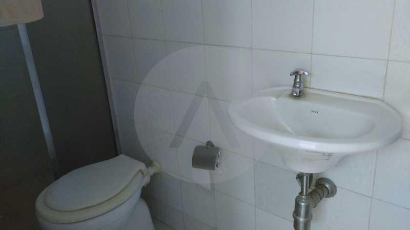 20 - Banheiro de Empregada - Imobiliária Agatê Imóveis vende Casa Linear Itaipu - Niterói. - HTCA30006 - 30