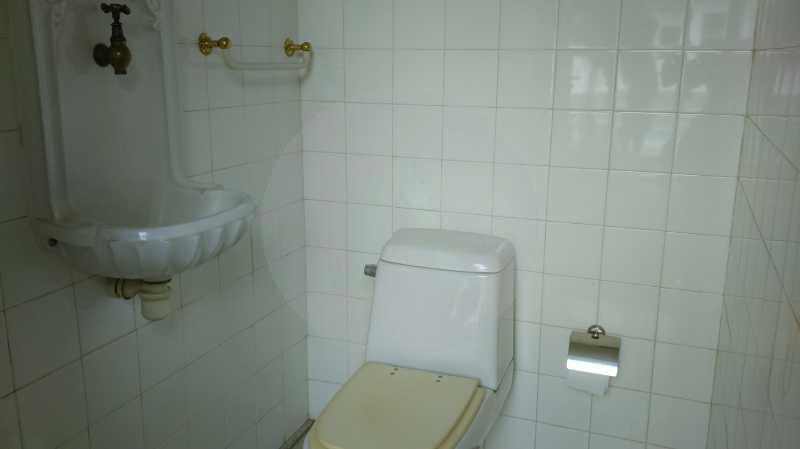 25 - Banheiro Externo - Imobiliária Agatê Imóveis vende Casa Linear Itaipu - Niterói. - HTCA30006 - 9