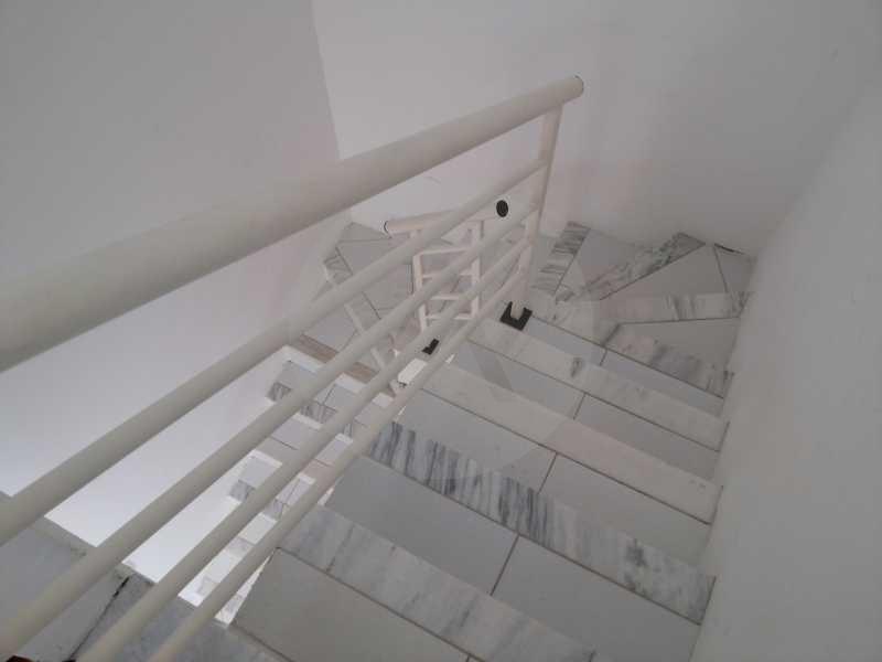 9 - Acesso para o 2º Piso - Imobiliária Agatê Imóveis vende Casa de 98 m² Itaipu - Niterói por 420 mil reais. - HTCA30064 - 11