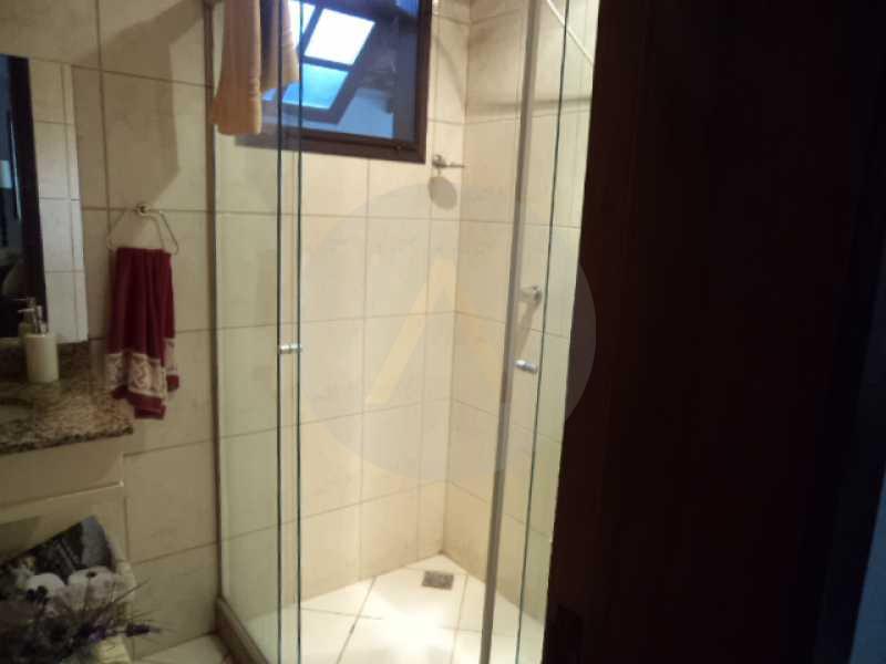 9 - Banheiro Suite 1º Pavimen - AGATE Imoveis vende excelente casa em Condomínio Itaipu Regiao Oceanica de Niteroi - HTCN40005 - 10