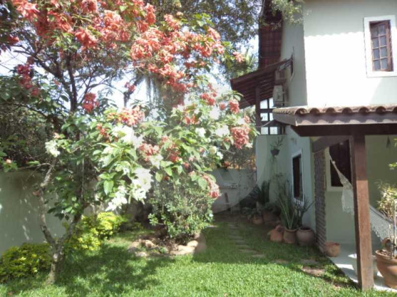 29 - Quintal - AGATE Imoveis vende excelente casa em Condomínio Itaipu Regiao Oceanica de Niteroi - HTCN40005 - 30