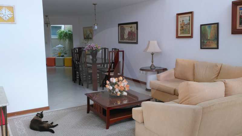 4 Casa Linear Itaipu - Sala - IMOBILIÁRIA AGATÊ IMÓVEIS VENDE CASA LINEAR ITAIPU NITERÓI. - HTCA30137 - 6