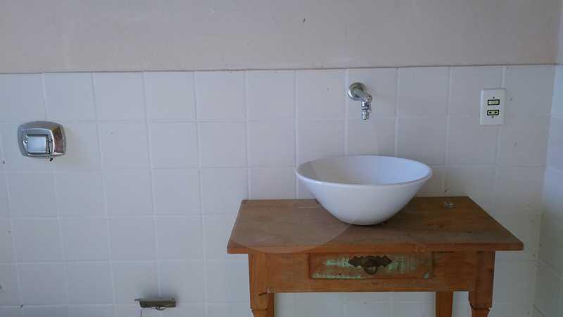 18 - Banheiro Anexo - Imobiliária Agatê Imóveis vende Casa Linear - Itaipu - Niterói. - HTCA20004 - 20