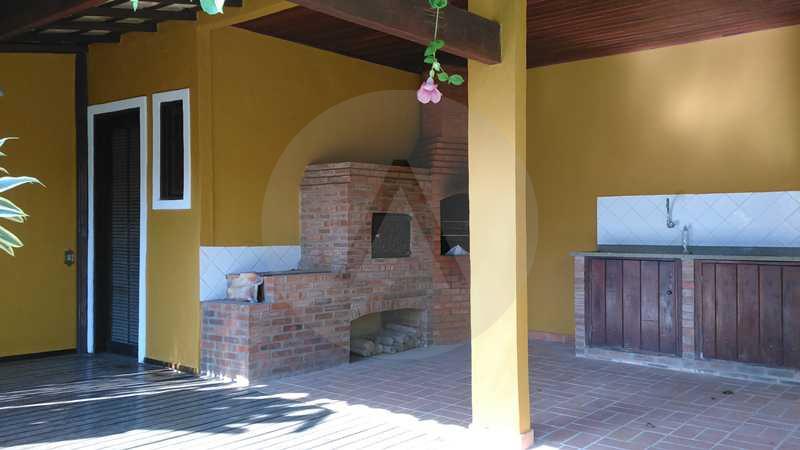 21 - Churrasqueira e Dependenc - Imobiliária Agatê Imóveis vende Casa Linear - Itaipu - Niterói. - HTCA20004 - 23