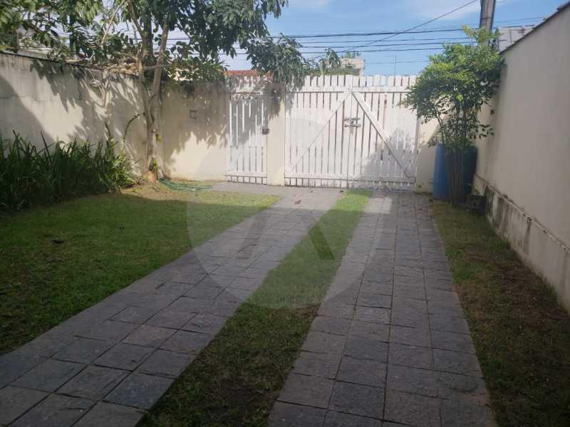 3 Casa Padrão Piratininga. - Imobiliária Agatê Imóveis vende Casa Padrão - Itaipu - Niterói. - HTCA40101 - 4