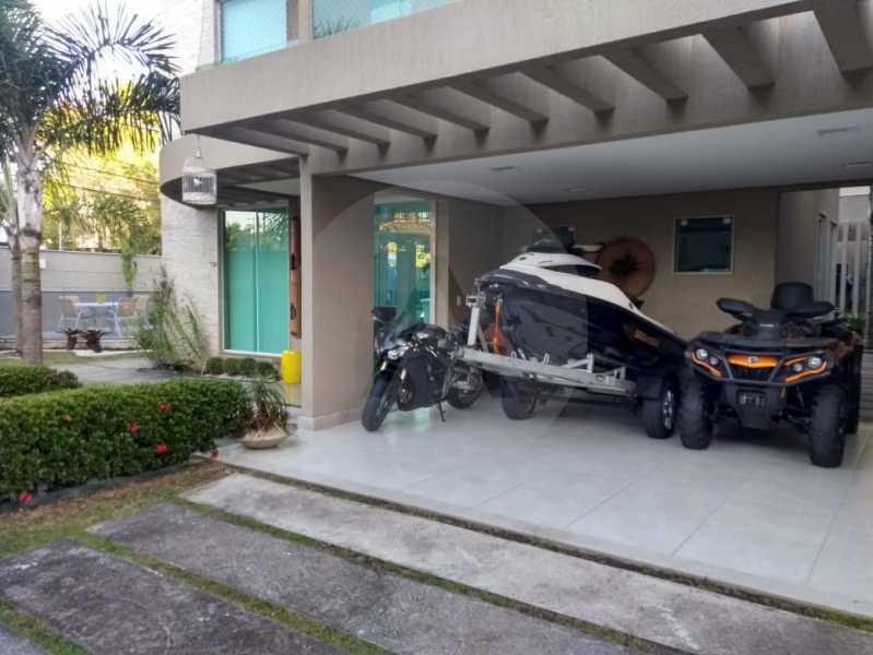 10 Casa Alto Padrão Camboinha - Agate imóveis vende casa alto padrão em Camboinhas - Niterói. - HTCA30264 - 11