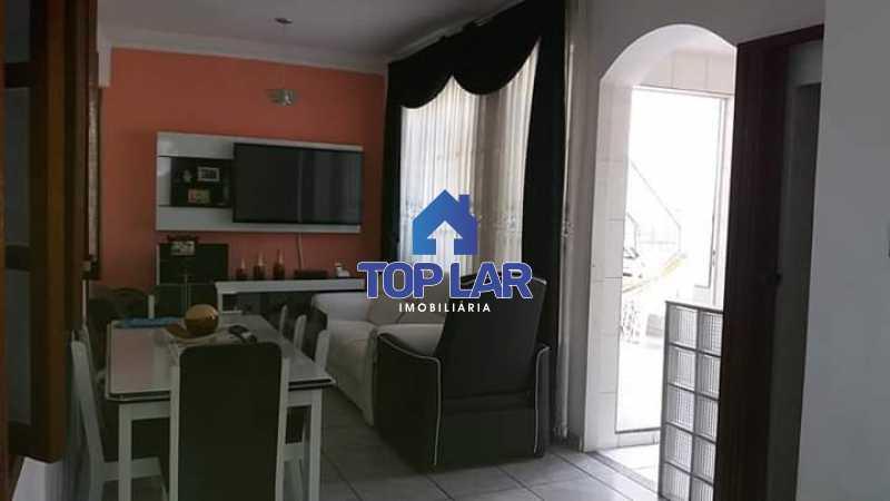4. - Apartamento tipo CASA de fundos, com 01 lance de escada. Sala 2 qrts, banh social c blindex, coz. e área de serviço e terraço coberto. - HAAP20105 - 4