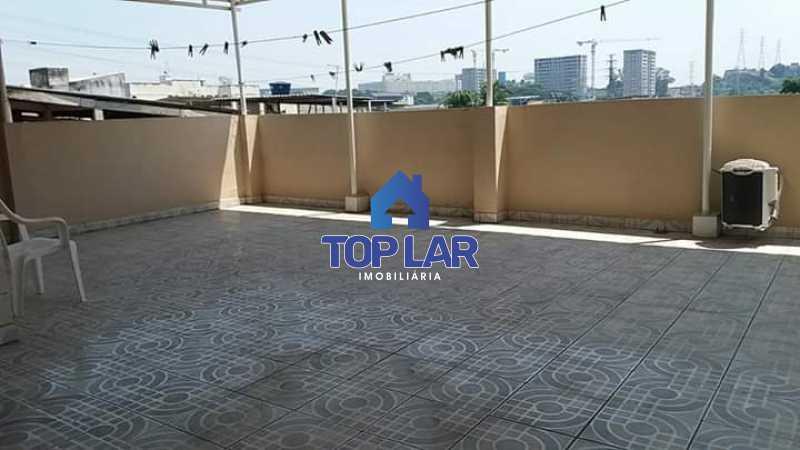 5. - Apartamento tipo CASA de fundos, com 01 lance de escada. Sala 2 qrts, banh social c blindex, coz. e área de serviço e terraço coberto. - HAAP20105 - 13