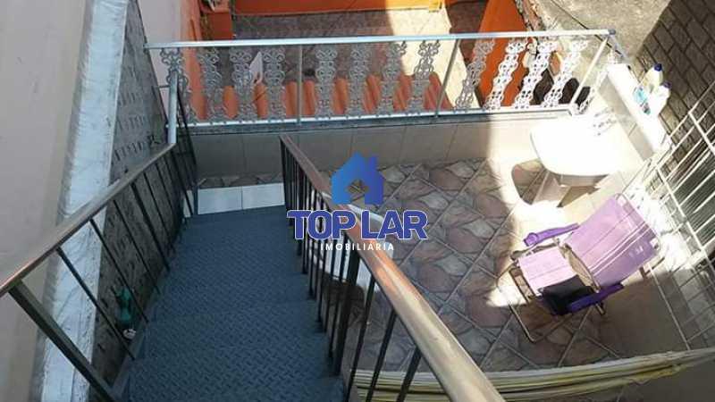 6. - Apartamento tipo CASA de fundos, com 01 lance de escada. Sala 2 qrts, banh social c blindex, coz. e área de serviço e terraço coberto. - HAAP20105 - 10