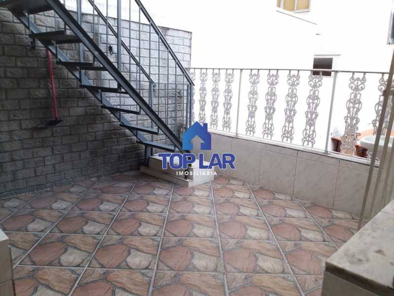 13. - Apartamento tipo CASA de fundos, com 01 lance de escada. Sala 2 qrts, banh social c blindex, coz. e área de serviço e terraço coberto. - HAAP20105 - 12