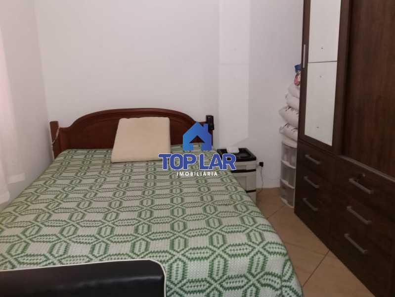 24. - Apartamento tipo CASA de fundos, com 01 lance de escada. Sala 2 qrts, banh social c blindex, coz. e área de serviço e terraço coberto. - HAAP20105 - 24