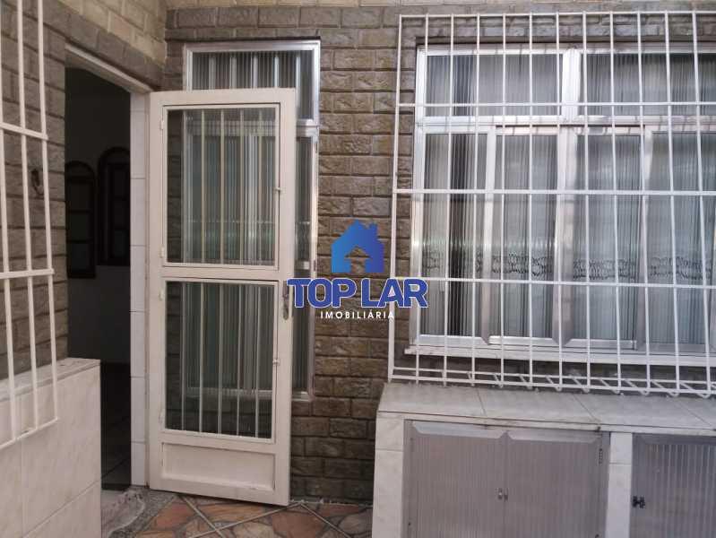 25. - Apartamento tipo CASA de fundos, com 01 lance de escada. Sala 2 qrts, banh social c blindex, coz. e área de serviço e terraço coberto. - HAAP20105 - 3