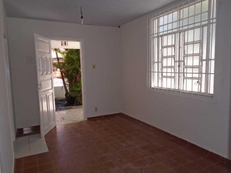 Sala - Trindade - Rua Justo Brito Sanches, n 37 - R 930,00 - CECA20042 - 10