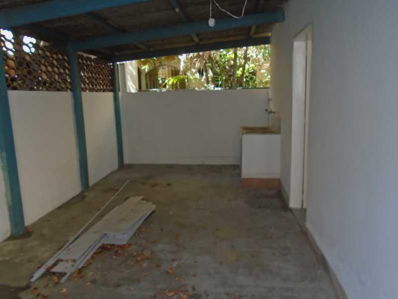 Área de serviço  - Trindade - Rua Justo Brito Sanches, n 37 - R 930,00 - CECA20042 - 20