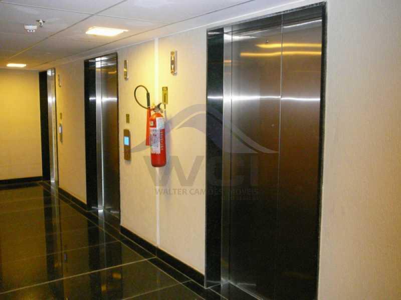 elevador-02 - Vendo apartamento na Barra - WCSL00024 - 12