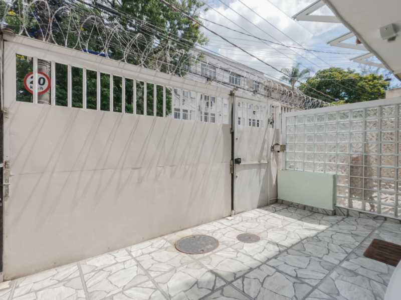 Garagem 6 - Casa Triplex Geminada com 130m² na Rua Jose Silva, Pechincha - RECA30006 - 7