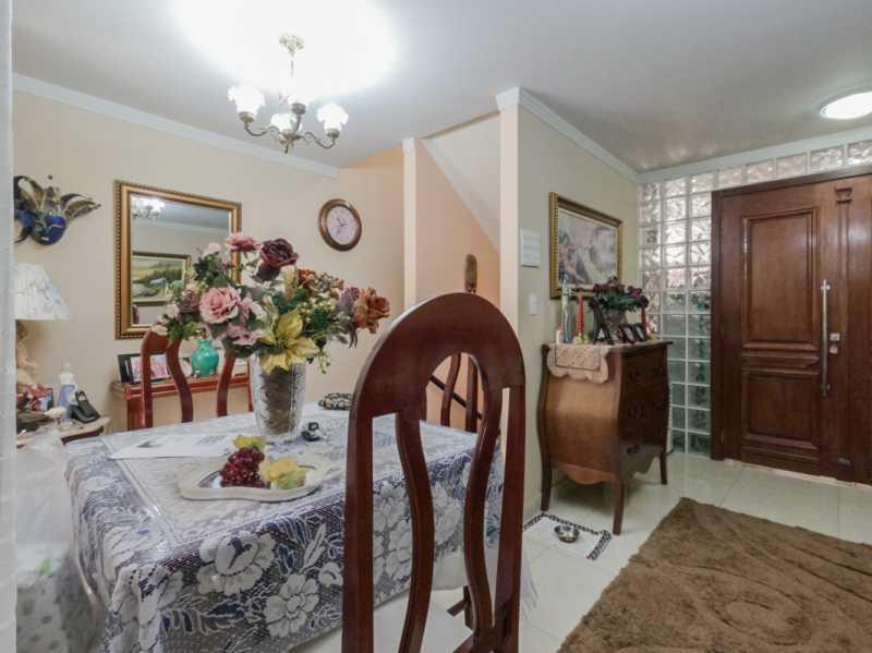 Sala 6 - Casa Triplex Geminada com 130m² na Rua Jose Silva, Pechincha - RECA30006 - 10