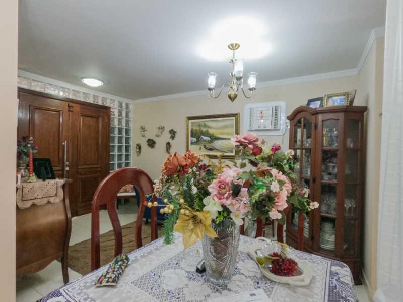 Sala 8 - Casa Triplex Geminada com 130m² na Rua Jose Silva, Pechincha - RECA30006 - 12