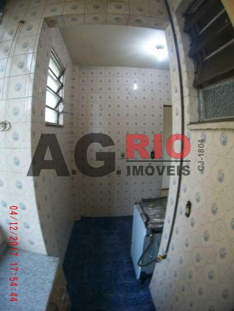 22 - Area e Cozinha vista 3 - Apartamento À Venda - Rio de Janeiro - RJ - Campinho - AGV22822 - 23