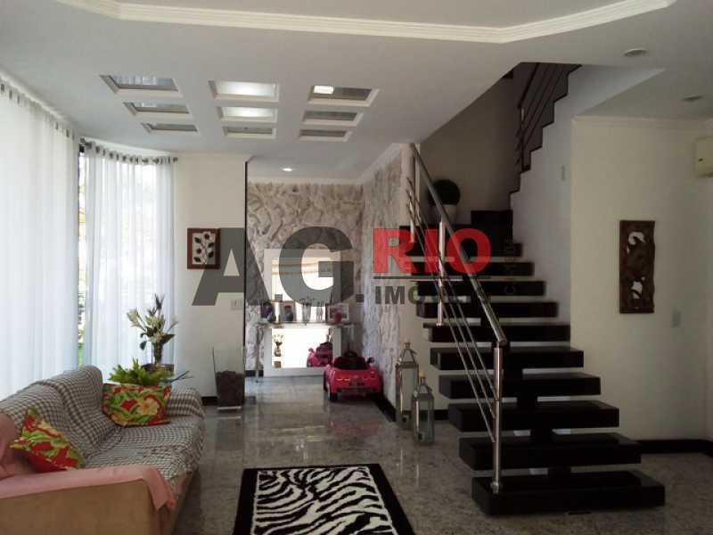 SALA COM ESCADA - Casa À Venda no Condomínio MORADAS DA FREGUESIA - Rio de Janeiro - RJ - Freguesia (Jacarepaguá) - FRCN30002 - 6