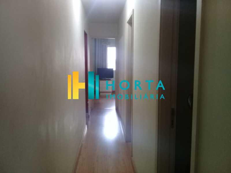 2baaf8a6-4d37-42ac-a69b-8d5809 - Excelente apartamento de três quartos, sendo uma suíte, amplo salão dividido em dois ambientes, varanda, cozinha, dependência completa, com duas vagas de garagem. Fundos, silencioso, reformado, chão de tábua corrida, excelente localização no Humaitá. - CPAP31708 - 5