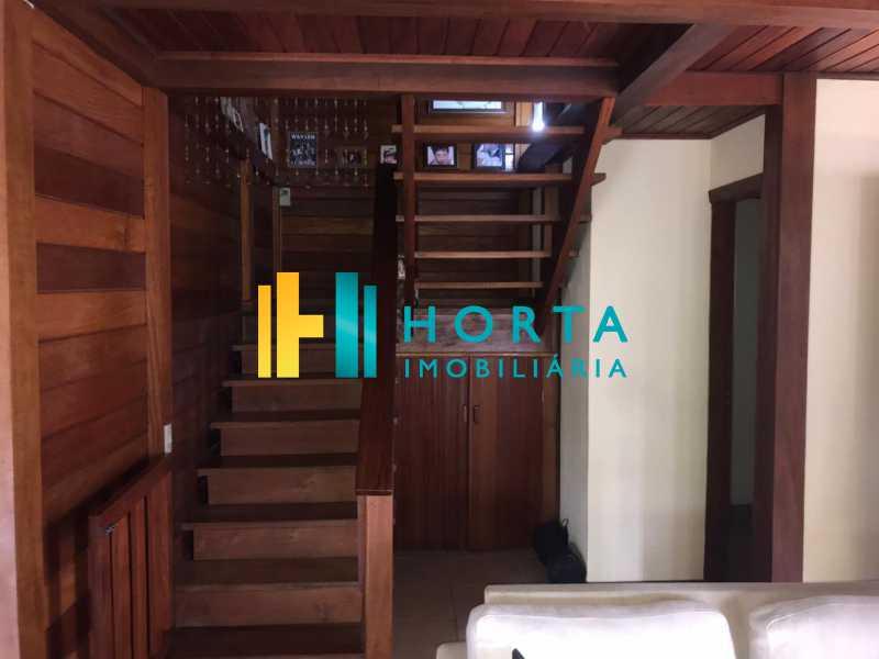 escada em madeira - Lindo chalé duplex de três quartos, com vista da Lagoa! - CPCA30001 - 9