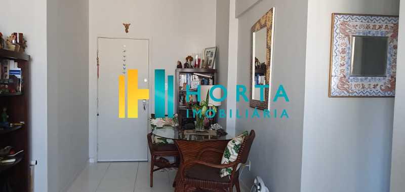 2 - Raridade em Copacabana Posto 3. Otima localização, quarto e sala excelente, reformado, quarto com armário, sala dois ambientes, esquadrias de alumínio, cozinha, banheiro com blindex e instalação para lavadora, hidráulica e elétrica novas, piso em porcela - CO13053 - 3