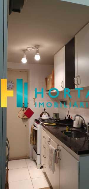 13 - Raridade em Copacabana Posto 3. Otima localização, quarto e sala excelente, reformado, quarto com armário, sala dois ambientes, esquadrias de alumínio, cozinha, banheiro com blindex e instalação para lavadora, hidráulica e elétrica novas, piso em porcela - CO13053 - 14