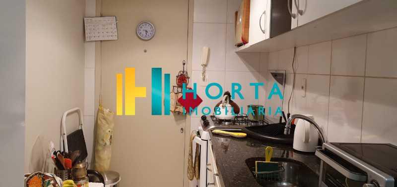 14 - Raridade em Copacabana Posto 3. Otima localização, quarto e sala excelente, reformado, quarto com armário, sala dois ambientes, esquadrias de alumínio, cozinha, banheiro com blindex e instalação para lavadora, hidráulica e elétrica novas, piso em porcela - CO13053 - 15