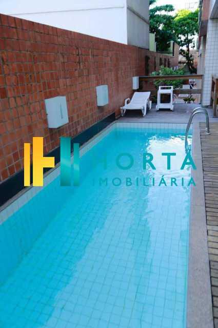 piscina - Excelente Flat em Ipanema localizado entre a Praia e a Lagoa. Imóvel composto de sala e quarto, banheiro social, cozinha americana, varanda, vaga na escritura, serviço de quarto. Serviço de lavanderia, academia, piscina, sauna, sala de tv, área de convivê - CPFL10005 - 21