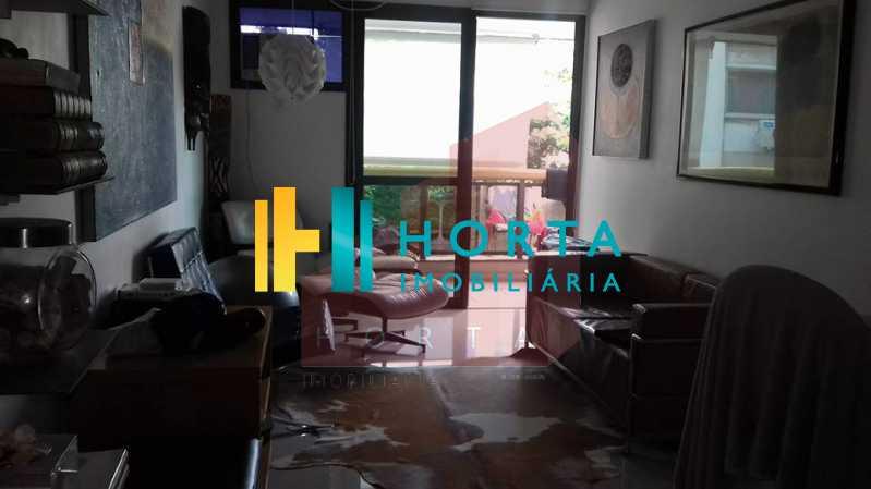 sala 4 - Excelente Flat em Ipanema localizado entre a Praia e a Lagoa. Imóvel composto de sala e quarto, banheiro social, cozinha americana, varanda, vaga na escritura, serviço de quarto. Serviço de lavanderia, academia, piscina, sauna, sala de tv, área de convivê - CPFL10005 - 5