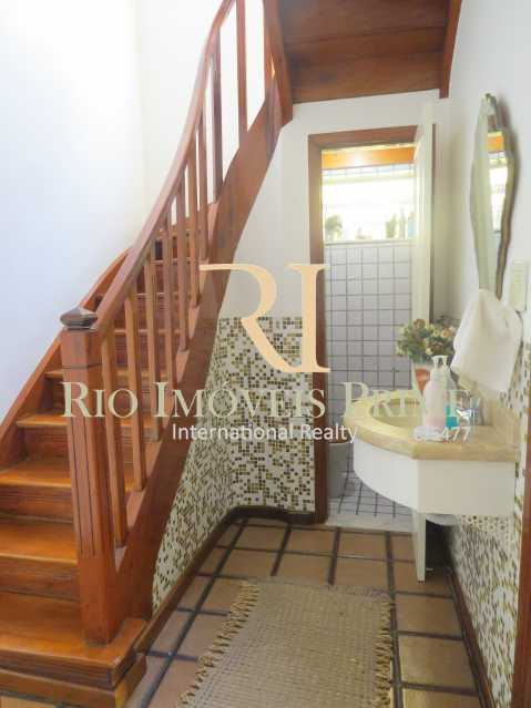 LAVABO E ESCADA - Casa À Venda - Tijuca - Rio de Janeiro - RJ - RPCA40001 - 14