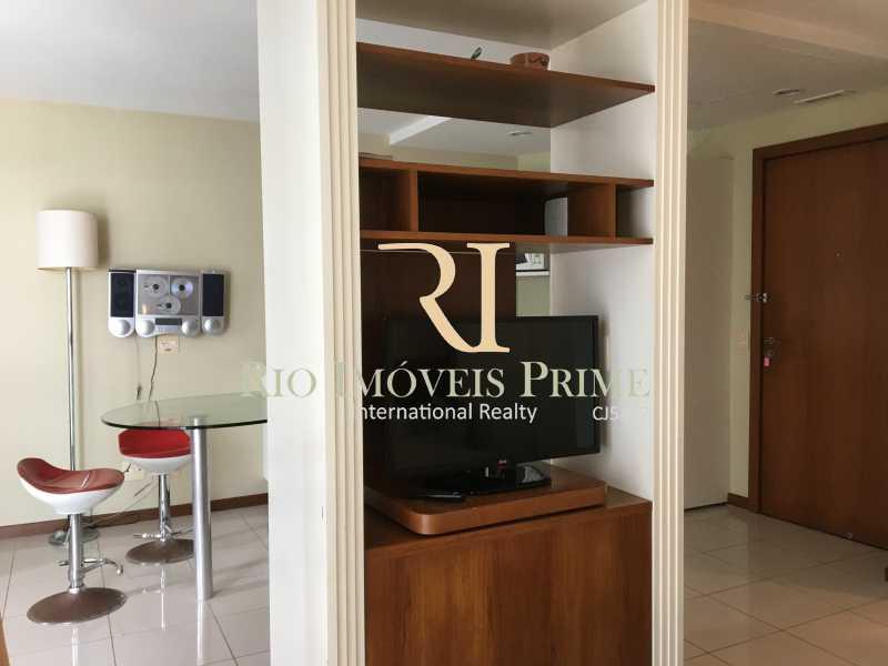 RACK TV VIRADA PARA QUARTO - Flat Para Venda e Aluguel - Barra da Tijuca - Rio de Janeiro - RJ - RPFL10001 - 7