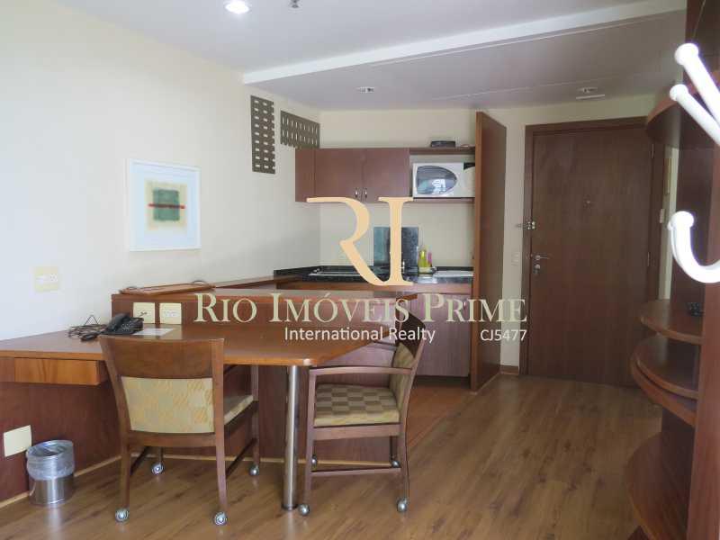 SALA - Flat Condomínio Wyndham Rio Barra, Avenida Lúcio Costa,Barra da Tijuca, Rio de Janeiro, RJ À Venda, 1 Quarto, 52m² - RPFL10009 - 8