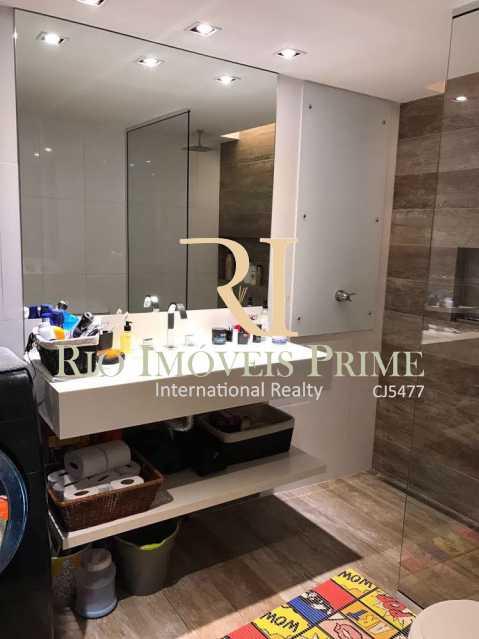 BANHEIRO MODERNO  - Flat 1 quarto à venda Barra da Tijuca, Rio de Janeiro - R$ 749.900 - RPFL10014 - 6