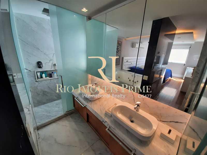BANHEIRO SUÍTE PRINCIPAL - Cobertura para venda e aluguel Rua Ramon Franco,Urca, Rio de Janeiro - R$ 9.000.000 - RPCO50001 - 13