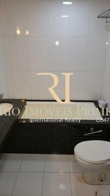 BANHEIRO SUÍTE MASTER. - Flat 2 quartos à venda Barra da Tijuca, Rio de Janeiro - R$ 1.999.900 - RPFL20038 - 13