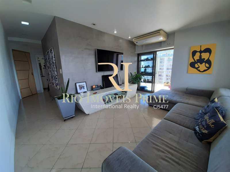 SALA DE ESTAR - Flat 2 quartos à venda Barra da Tijuca, Rio de Janeiro - R$ 1.400.000 - RPFL20039 - 5